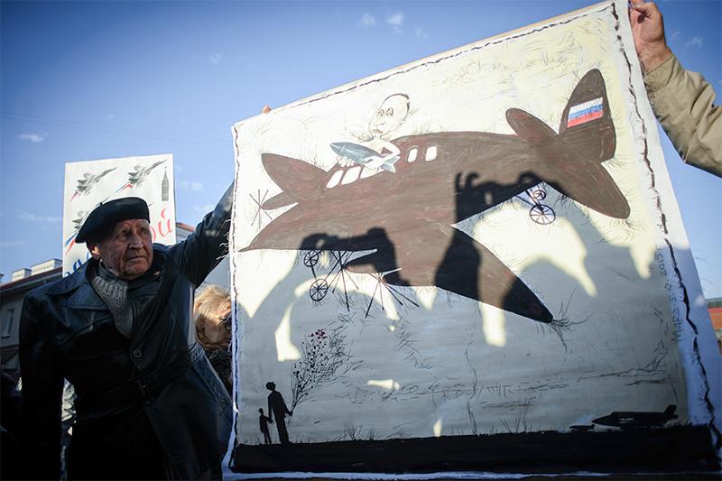 Участник акции протеста противразмещения вБелоруссии российской авиабазы
