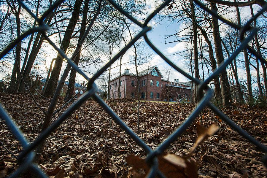 «Интерфакс»со ссылкой на источникписал, что обе дачи использовалась для отдыха, праздничных приемов и проведения культурных мероприятий.  Резиденция в Верхнем Бруквилле, штат Нью-Йорк, была построена в середине 20-х годов прошлого века. СССР купил ее в 1954 году. До этого в особняке Элмкрофт жил губернатор Нью-Йорка Натан Миллер.