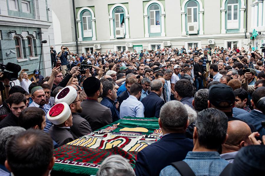 Прощание с убитым в ЦАР журналистом Орханом Джемалем прошло в Соборной мечети в Москве