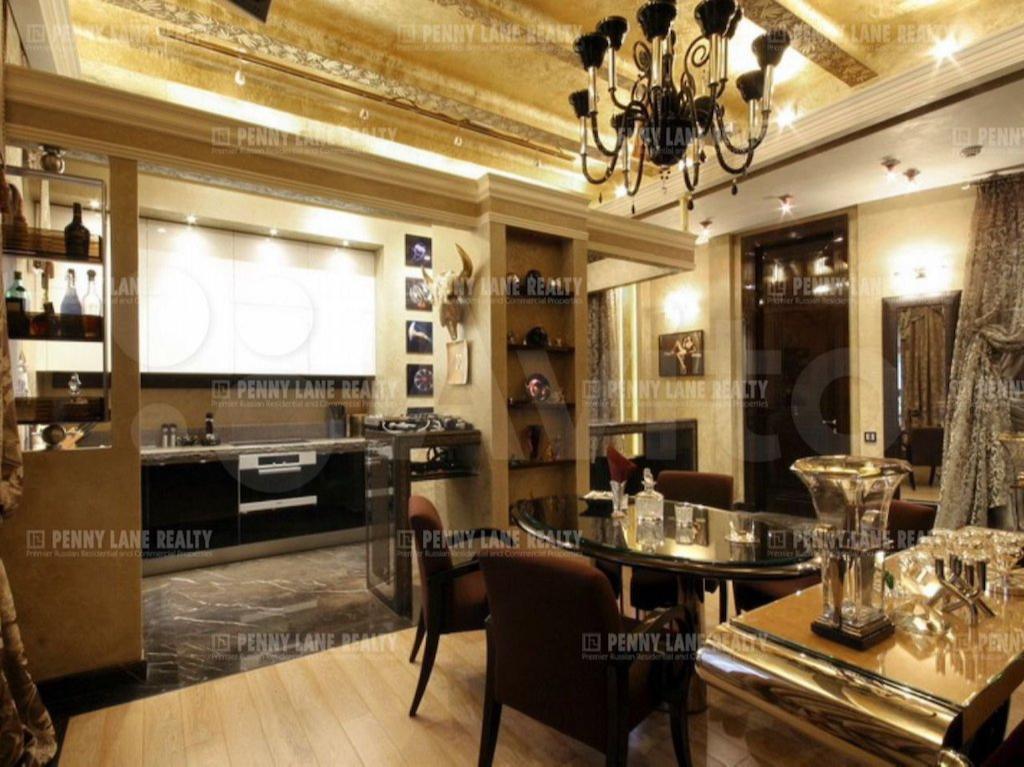 Квартира в Доме со львами, где в свое время жили Толстой и Волошин. Сейчас квартиру можно купить за 220 млн руб.