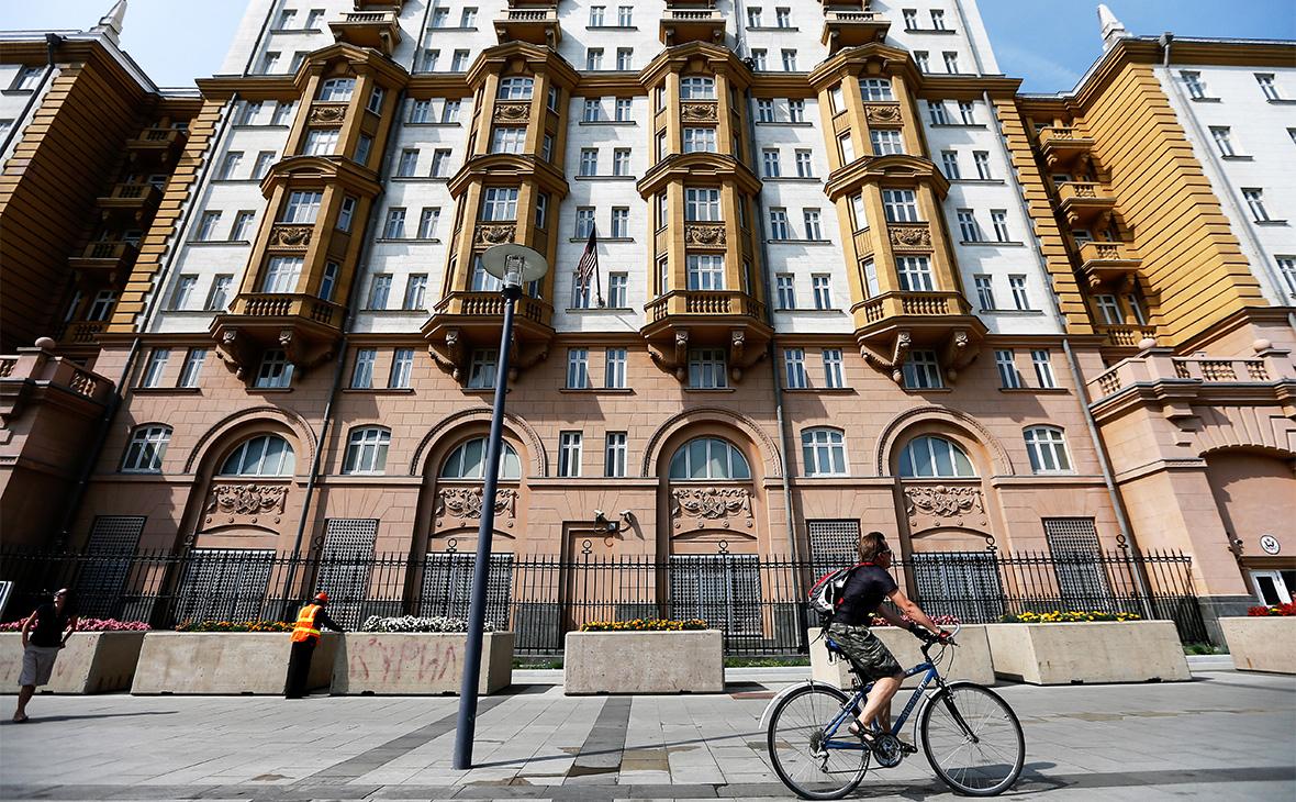 Посольство США на Новинском бульваре в Москве