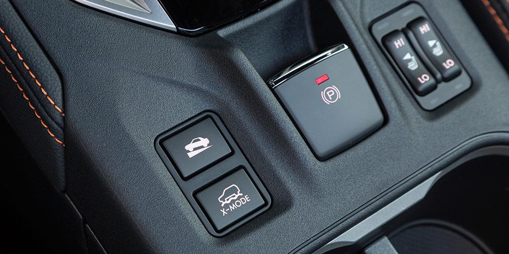 Внедорожный ассистент X-Mode включается кнопкой. Двухступенчатый подогрев кресел есть уже в базе.