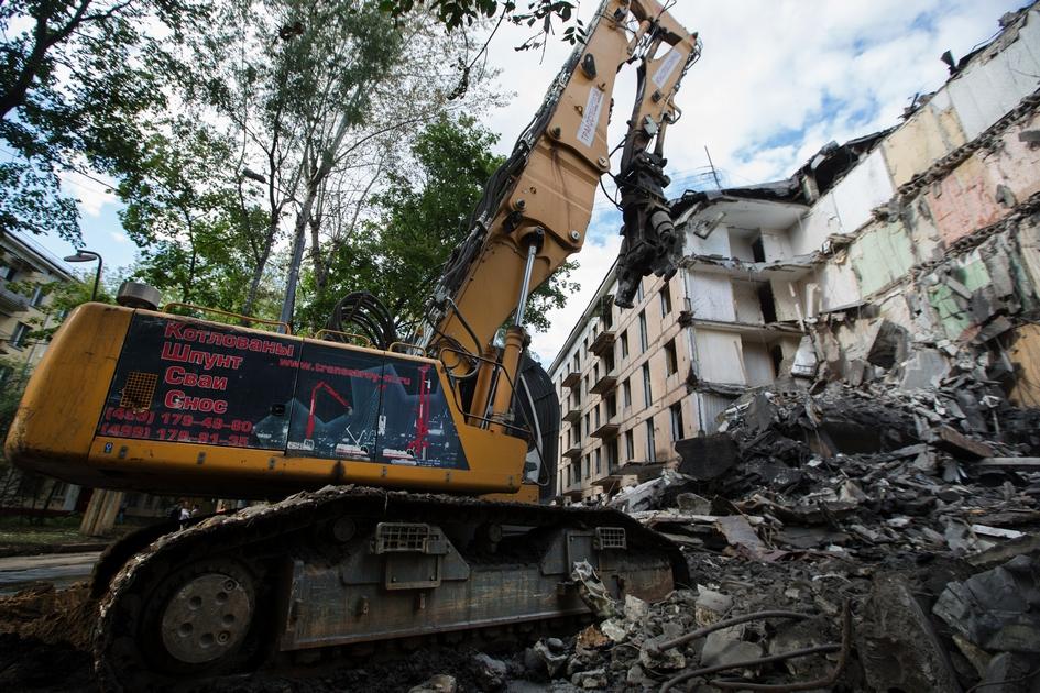 На улице Константина Федина в районе Северное Измайлово в Москве снесли первую пятиэтажку по новой программе реновации ветхого жилья. 2018 год