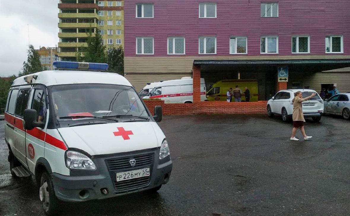 Обстановка около городской клинической больницы скорой медицинской помощи № 1 города Омска, где госпитализирован Алексей Навальный