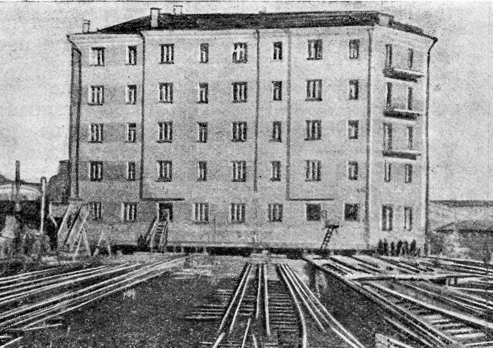 Передвижка дома на улице Серафимовича