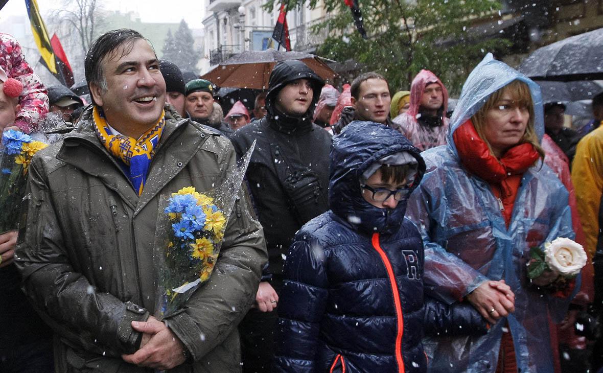 Михаил Саакашвили(слева)