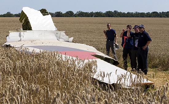 Обломки пассажирского самолета Boeing 777, сбитого по Донецком. Архивное фото