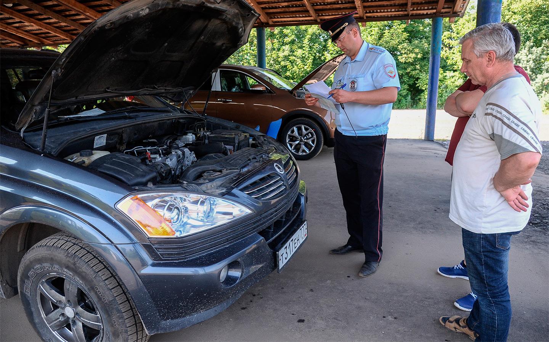 В условиях нехватки автомобилей дилеры продают машины с дополнительным оборудованием. Пользователей интернета напугали, что допы нужно будет регистрировать в специальных лабораториях, однако Autonews.ru выяснил, что это не так