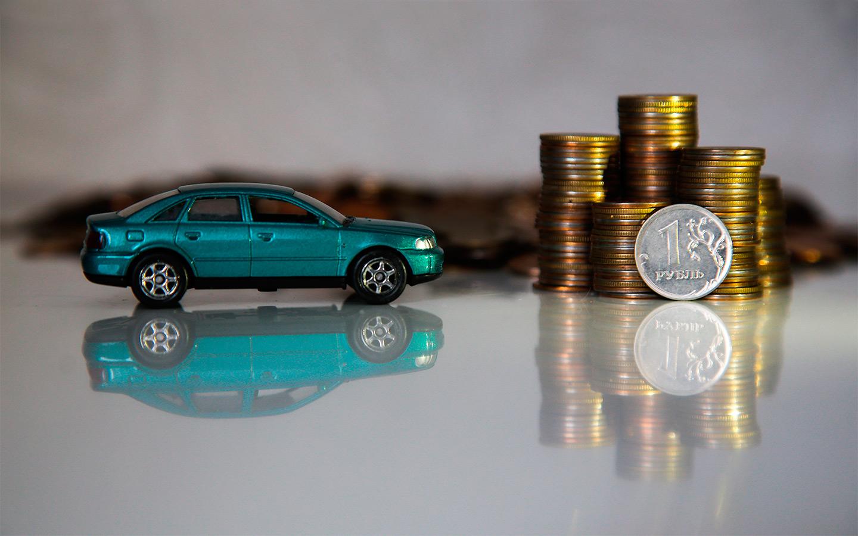<p>За передвижение на автомобиле с просроченным водительским удостоверением законом предусмотрен штраф&nbsp;от 5 до 15 тысяч рублей.</p>