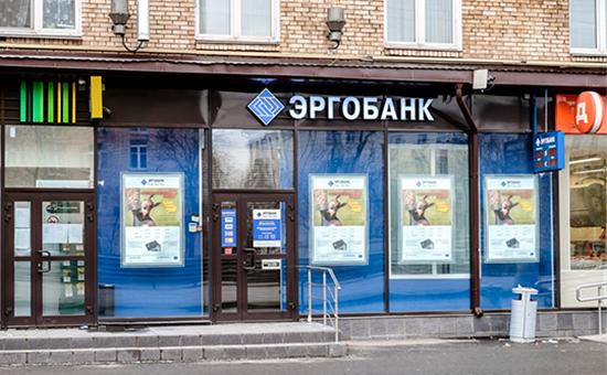 Банк передает кредит другому банку