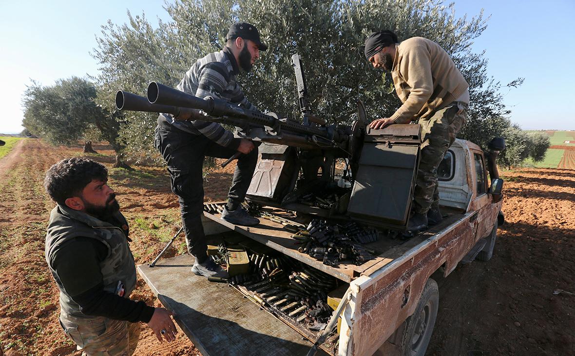 Сирийские боевики, поддерживаемые Турцией, на линии фронта в провинции Идлиб