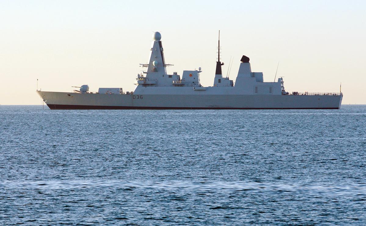 Британский эсминец HMS Defender
