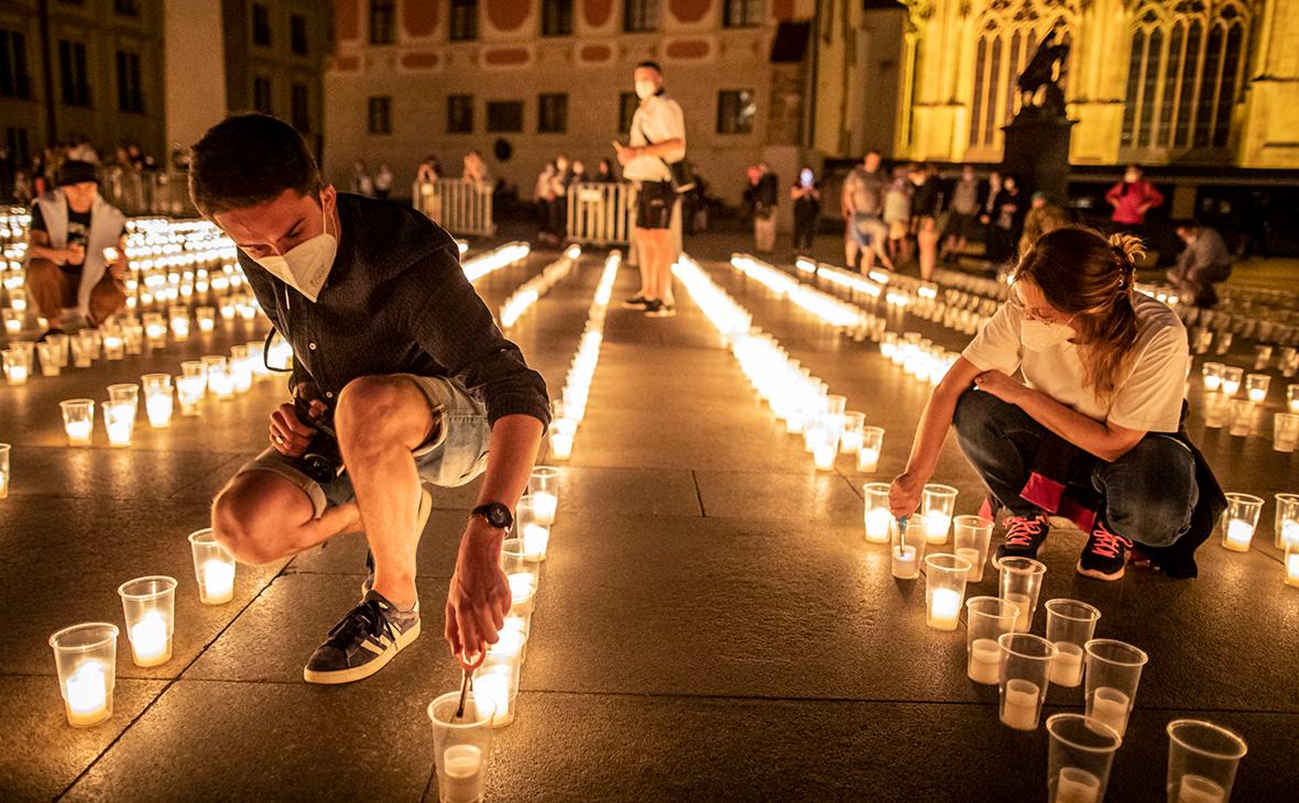 Акция в память о жертвах пандемии COVD-19 в Праге