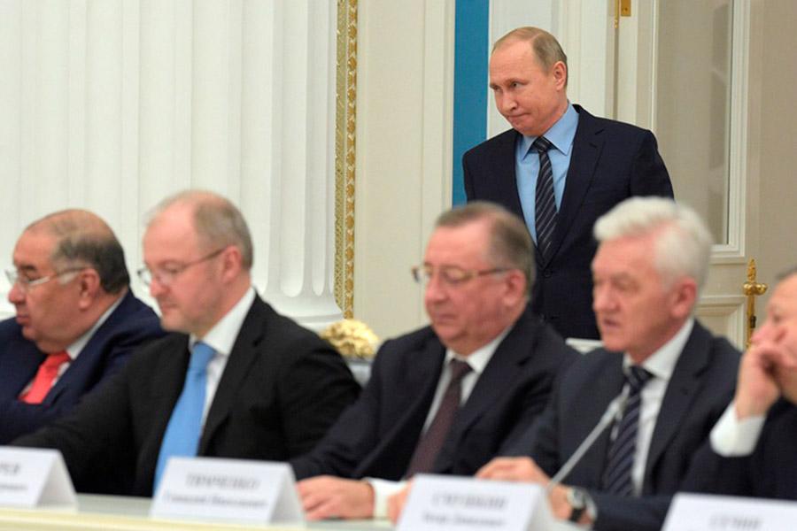 Президент России Владимир Путин встретился с бизнесменами в Кремле. На встречу пришли 39 предпринимателей.