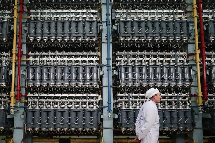 Газовые центрифуги в технологическом цехе по разделению (обогащению) урана на территории Уральского электрохимического комбината. Новоуральск, 2019 год