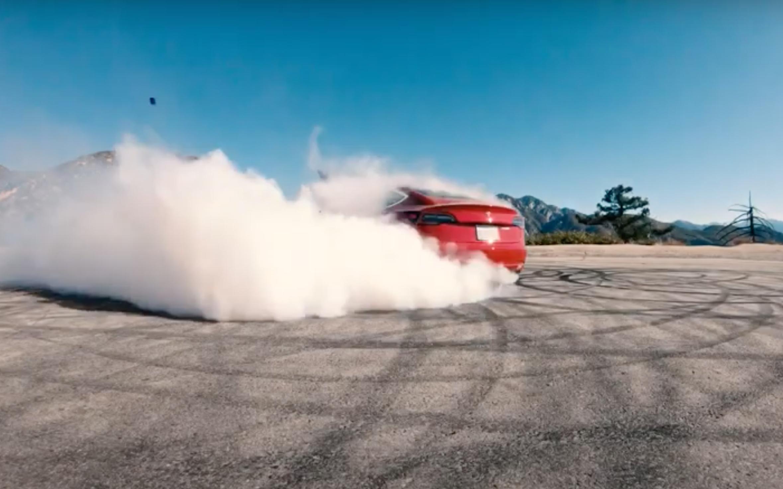 В сети показали, как дрифтит Tesla Model 3. Видео - Autonews.ru