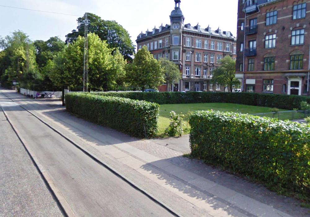 Направление потоков пешеходов при помощи зеленой изгороди