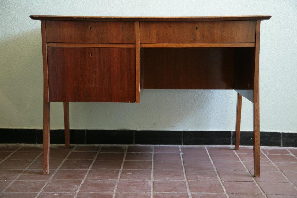 Письменный стол пятидесятилетней давности