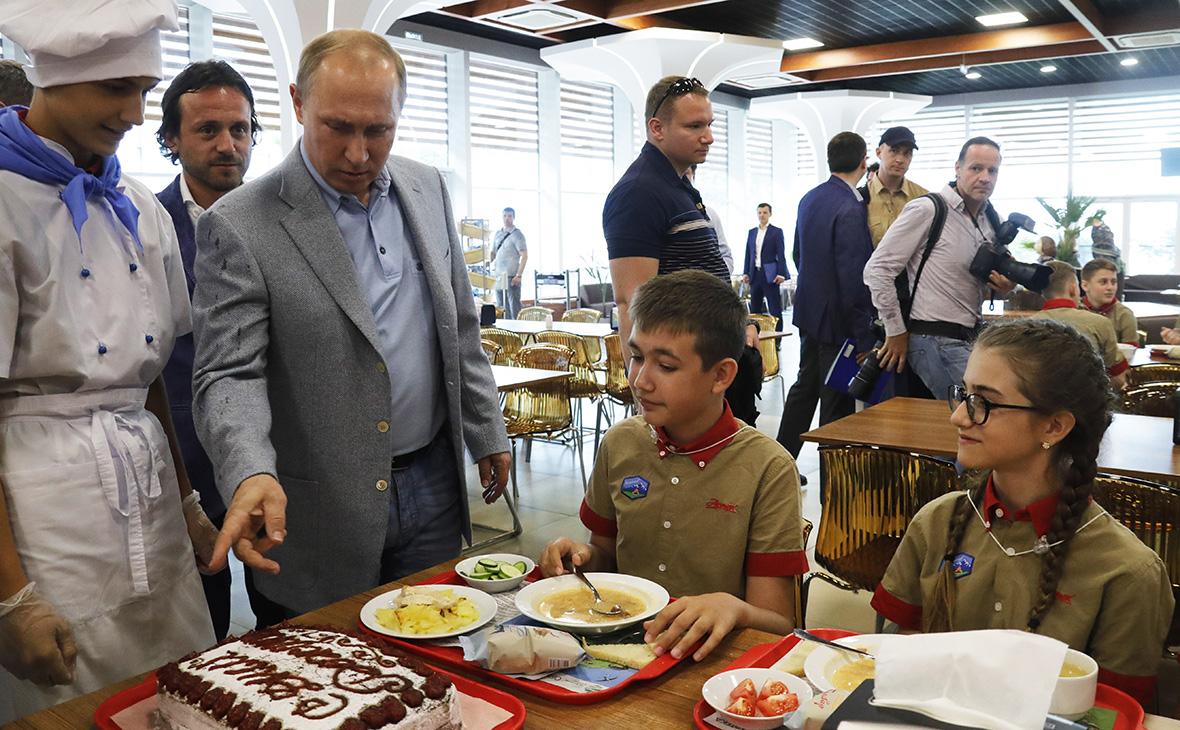 Владимир Путинв детском лагере «Артек»