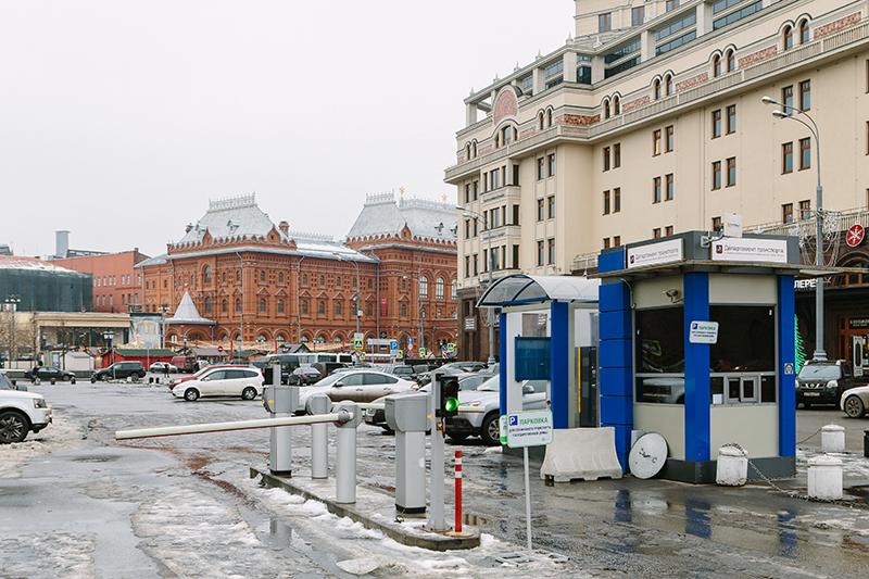 На проектирование и закупку оборудования 57 плоскостных парковок власти потратят более 1 млрд рублей. Однако большинство парковок существовали и были оснащены еще до проведения тендера
