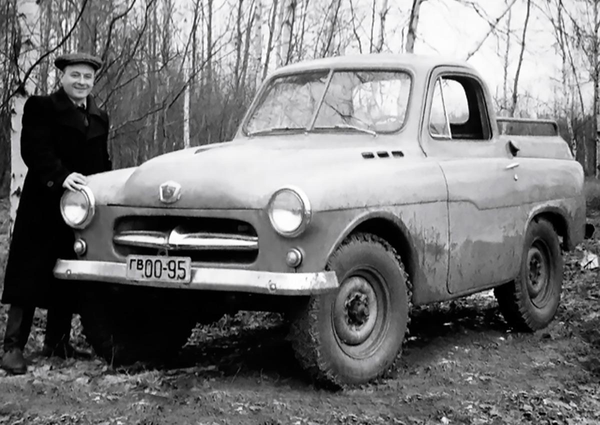 <p>Создатель машины, ведущий конструктор ГАЗ Г.М. Вассерман и его детище на испытаниях, 1955г.</p>