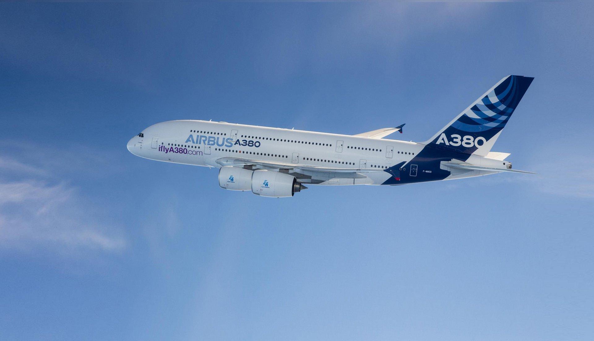 Даже если заменить всех пассажиров и груз на батареи, дальность полета Airbus A380 все равно былабы меньше 2000км по сравнению с обычными 15000км на топливе