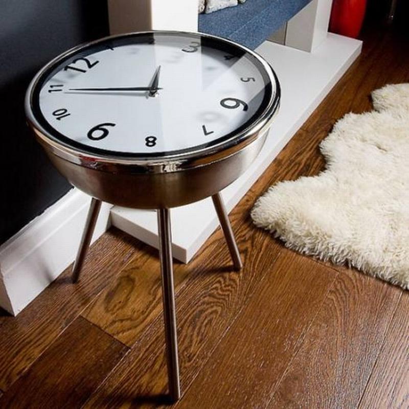Стол-часы в современном интерьере