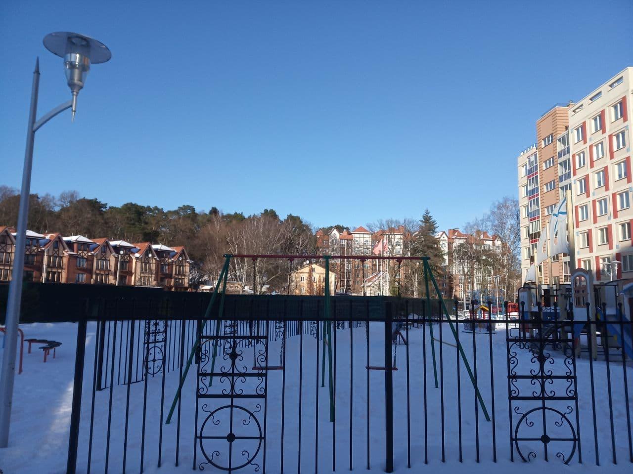 """Часть жилого комплекса """"Lake City"""" на момент установки забора в марте 2021 года"""