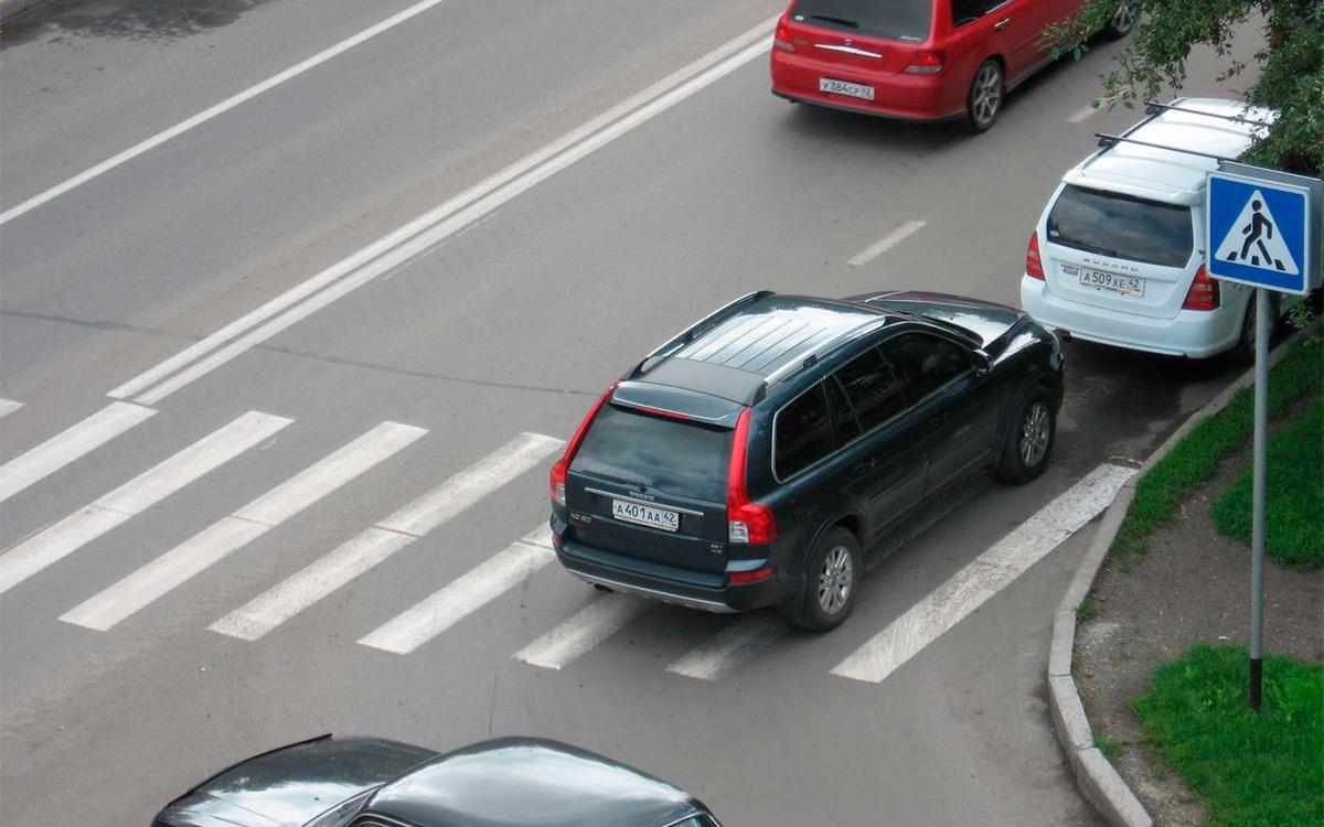 <p>Когда некоторые водители паркуют свою машину на тротуаре или переходе, оставляя небольшой проход для пешеходов, они уверены, что никому не мешают.</p>