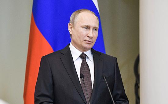 Владимир Путин вовремя встречи счленами Совета законодателей