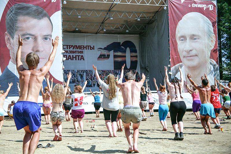 Занятия йогой навсероссийском молодежном форуме «Селигер»