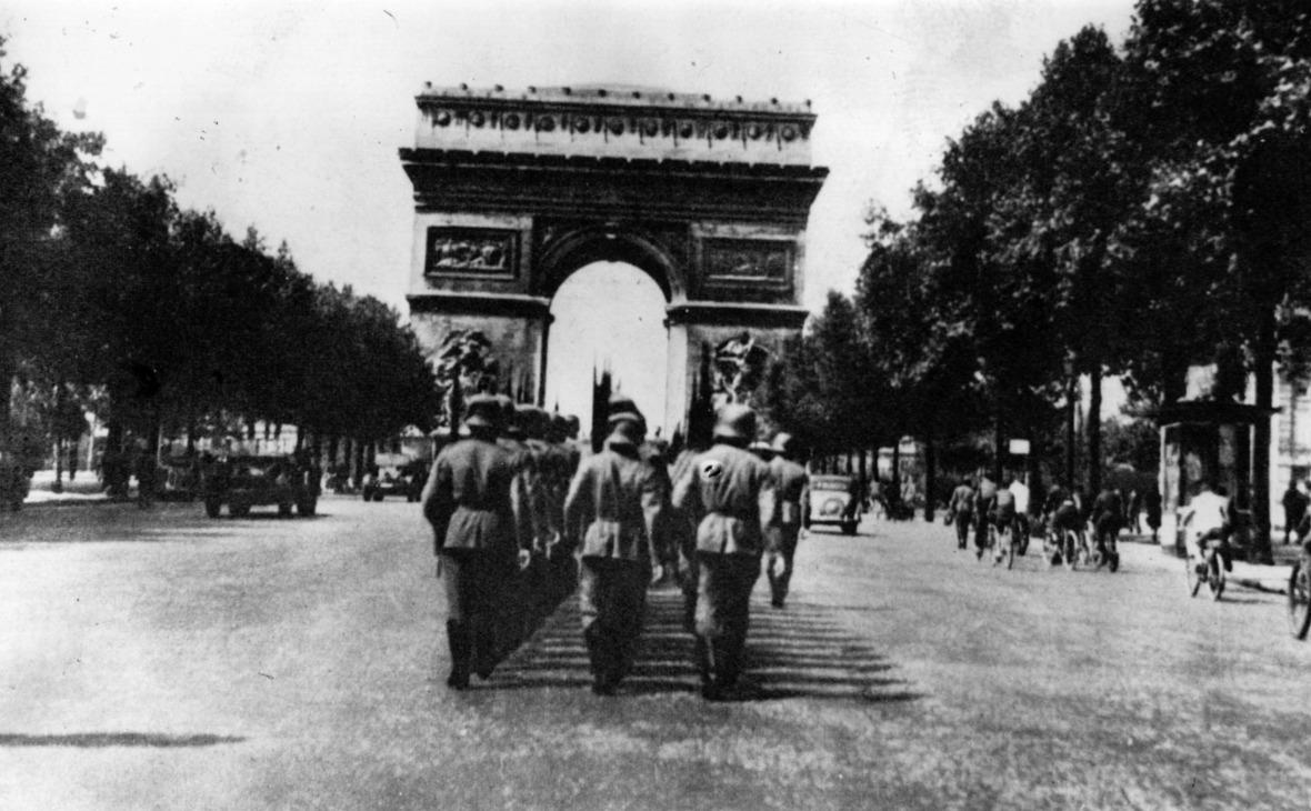 Немецкие войска в оккупированном Париже. 1943 год