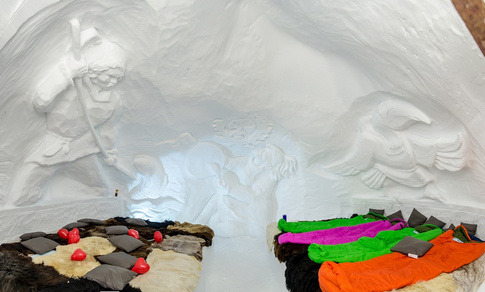 Температура воздуха внутриномеров «Горной территории» составляет -3 градуса. Для ночевки постояльцам предлагаются спальные мешки
