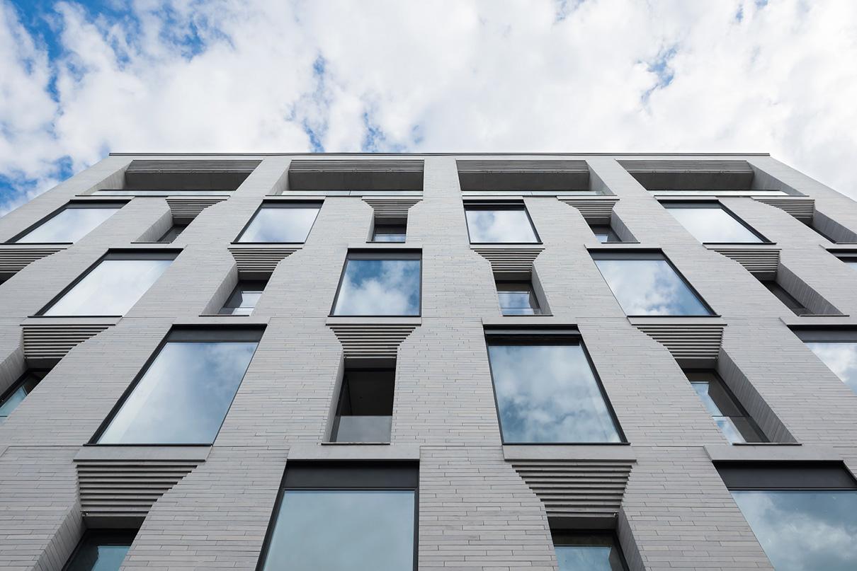 В клубном доме Nabokov в районе «золотой мили» представлены апартаменты с отделкой, включающей оборудованные кухни и ванные комнаты. В доме шесть этажей и 15 апартаментов площадью до 500 кв. м. Верхний этаж здания занимает пентхаус. Подробнее...