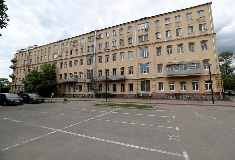 В число московских исторических зданий, попавших в предварительный список под снос по программе реновации, вошло 450 адресов. Среди них оказался жилой дом по Варшавскому шоссе, 7, построенный в 1889 году и реконструированный в 1930-е годы. Здание расположено рядом с Даниловской мануфактурой