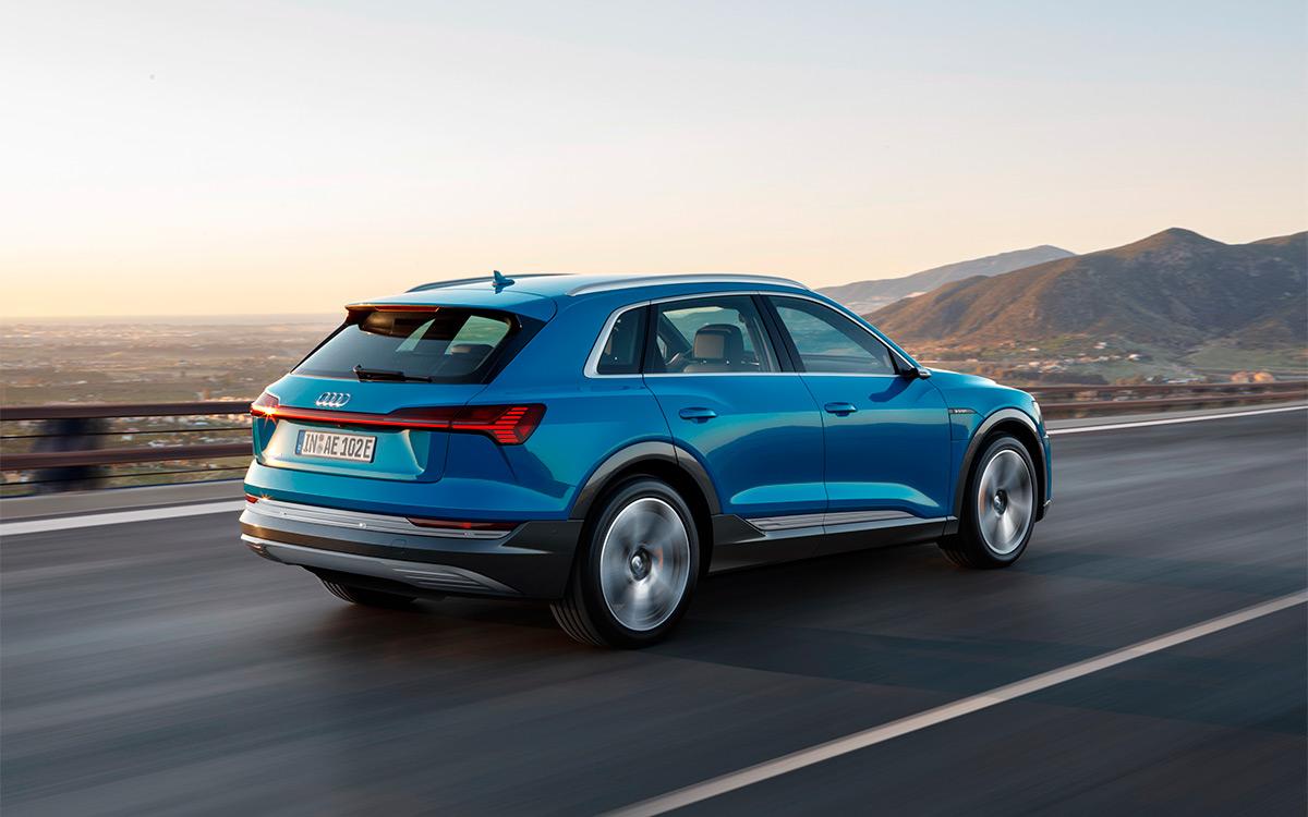 <p>Audi e-tron способен проехать на одном заряде из Москвы до Нижнего Новгорода.</p>
