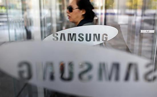 Один изакционеров Samsung Electronics вофисе компании вСеуле