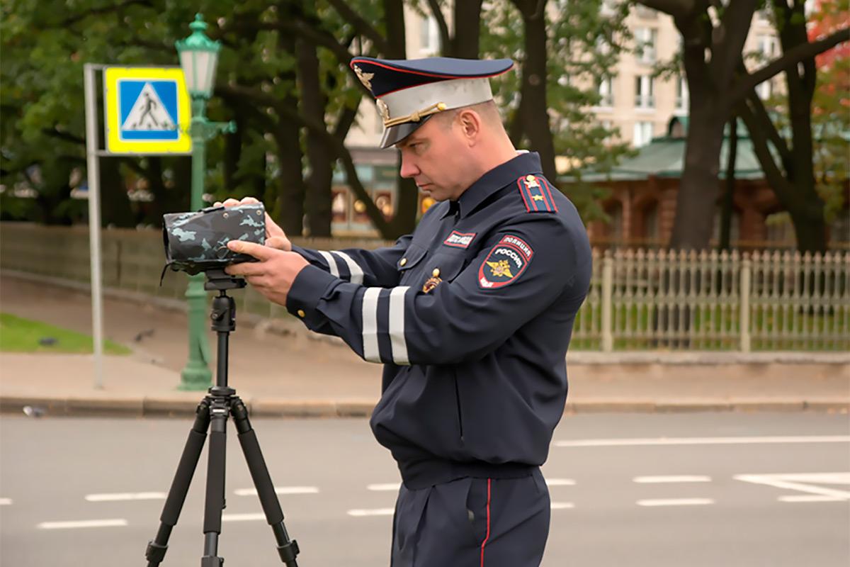 <p>Камеры нового образца могут работать &laquo;с руки&raquo;, со штатива или из патрульного автомобиля, в том числе, во время движения.</p>