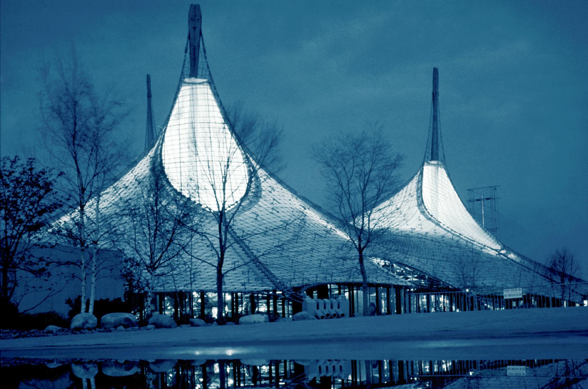 Безоговорочное международное признание пришло к архитектору за его павильон, представленный на Всемирной выставке 1967 года в Монреале. В 2017-м этой работе исполняется 50 лет