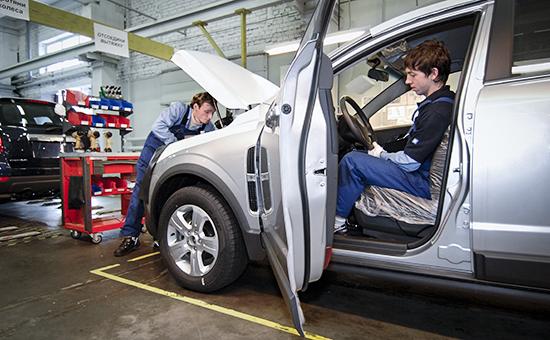 Сборка автомобилей Opel на конвейере завода «Арсенал» компании General Motors