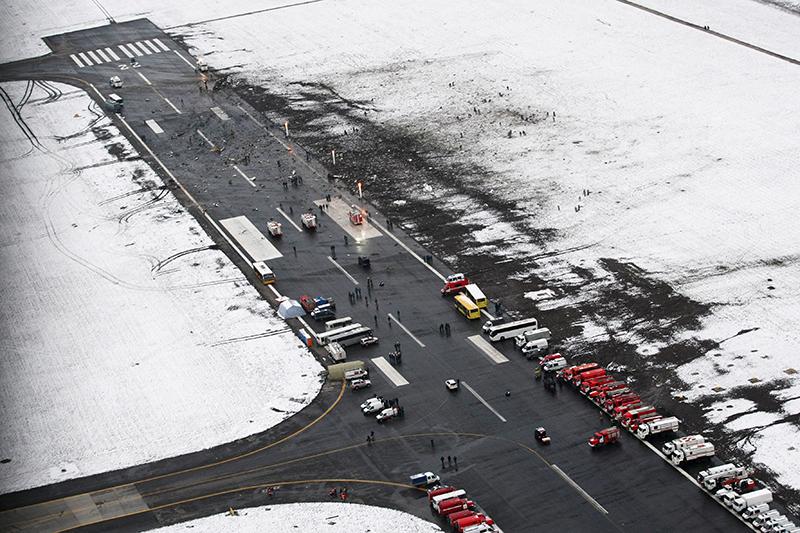 Вид на взлетно-посадочную полосу аэропорта в Ростове-на-Дону, гдеразбилсяBoeing 737-800 авиакомпании flydubai