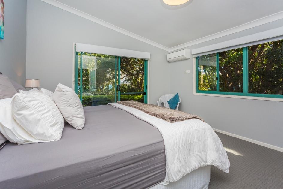 За островом закреплена лицензия Bed & Breakfast, что позволяет хозяевам сдавать свою недвижимость в краткосрочную аренду