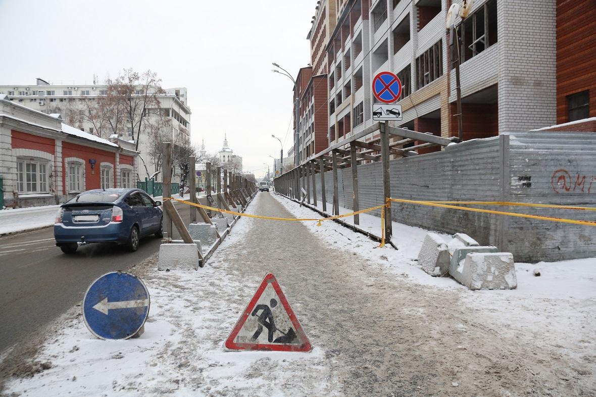 Госконтрактыс депутатскими компаниями заключаются на поставку дорожных знаков и ограждений