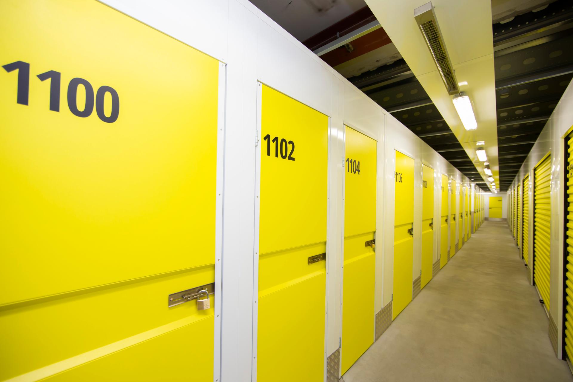 Девелоперы понимают потребности покупателей новостроек и стали оборудовать теплые помещения для хранения вещей на цокольных или подвальных этажах