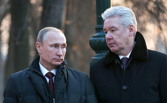 Президент России Владимир Путин (слева) и мэр Москвы Сергей Собянин
