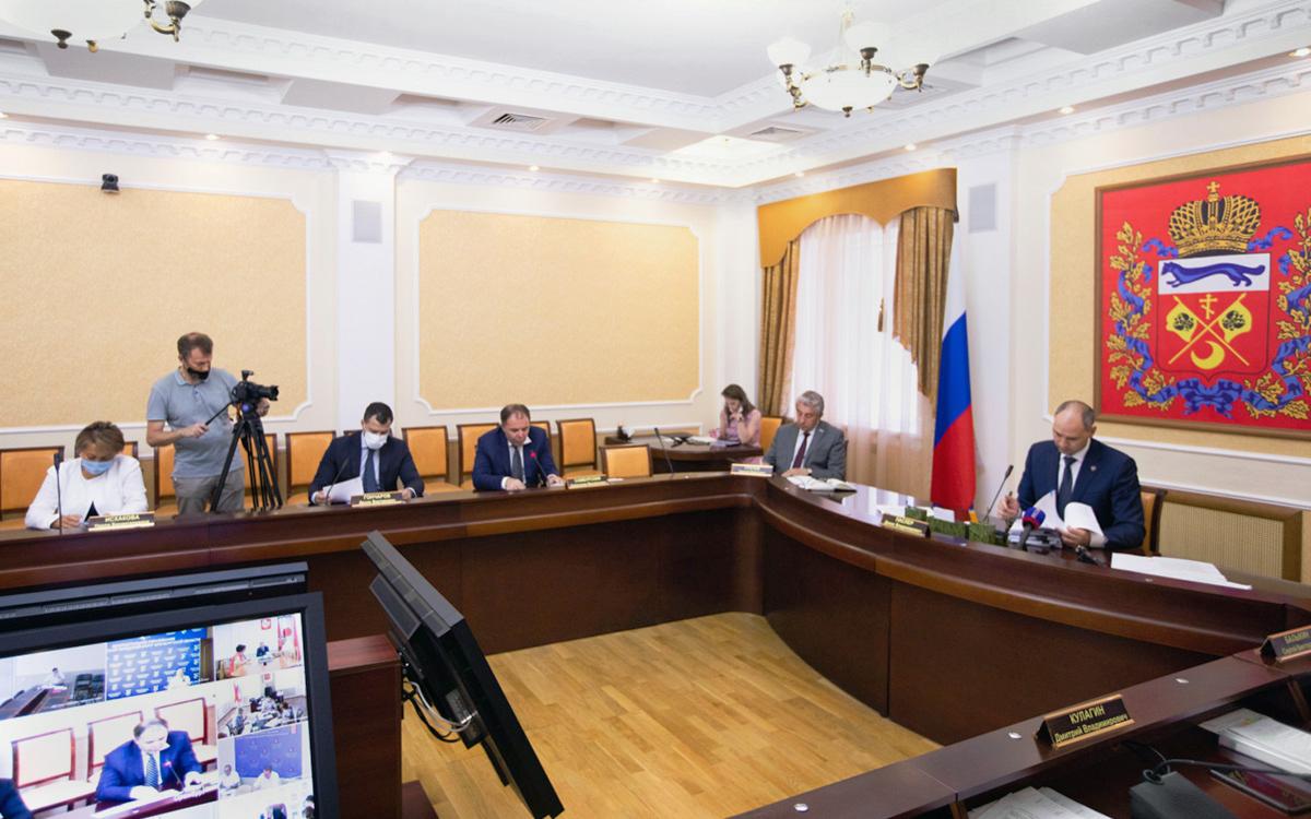 Денис Паслер (справа) на заседании правительства Оренбургской области
