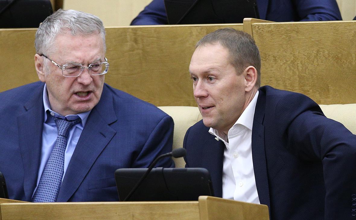Владимир Жириновский (слева) и Андрей Луговой