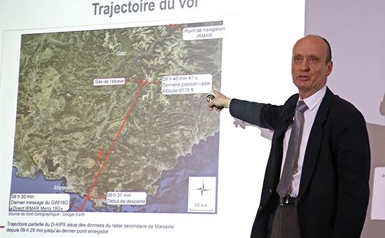 Президент французского бюро расследований авиакатастроф (BEA) Реми Жоти выступает на пресс-конференции в Ле Бурже
