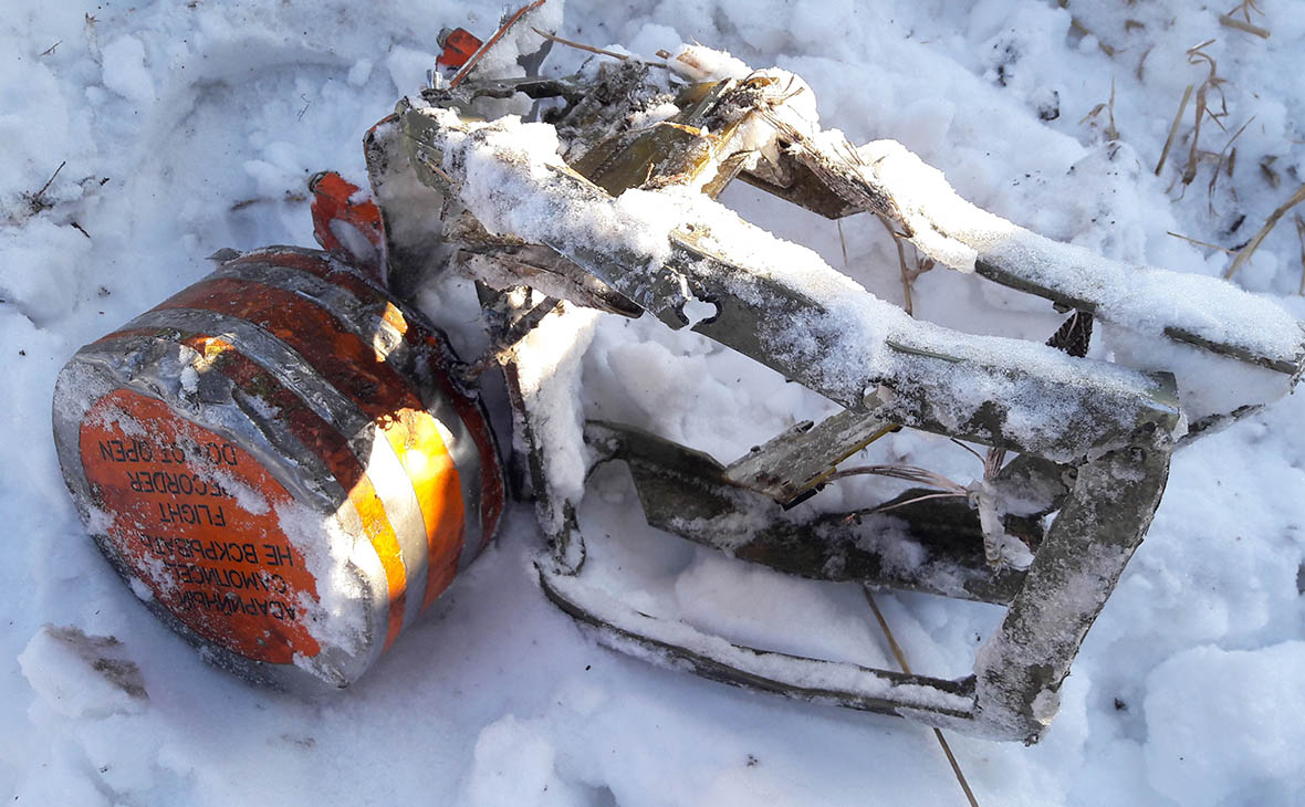 Черный ящик, найденный на месте крушения самолета Ан-148