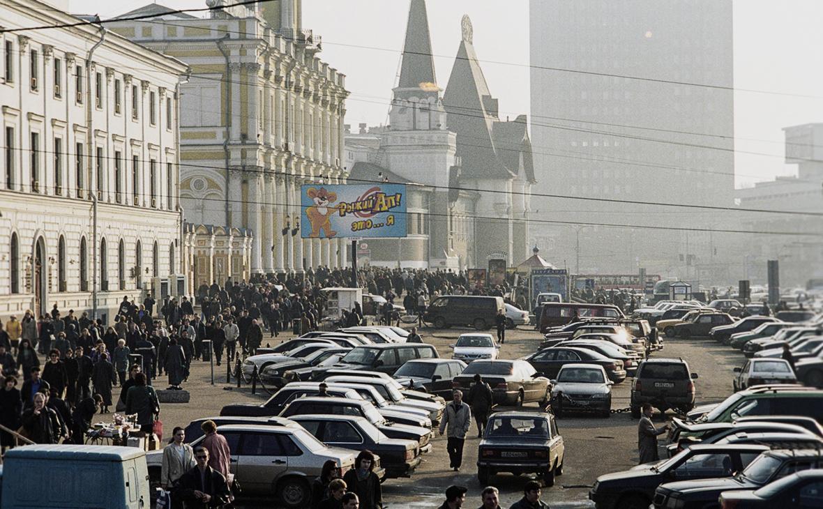 Медведев напомнил о зарплатах в $50 в 2000 году